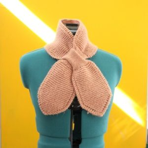 Cute Vintage Salmon Dusty Pink Knitted Scarf
